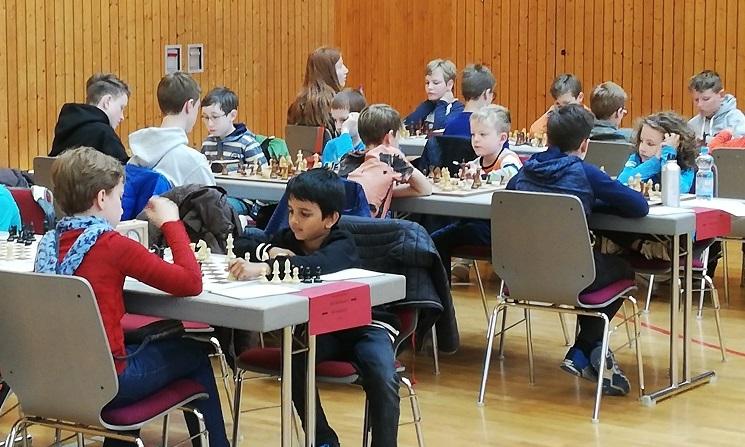 Kinder-Vierer (mittlere Reihe, von links: Michael, Julian, Linus, Aristotelis) beim 7:1-Sieg gegen den SC Reilingen